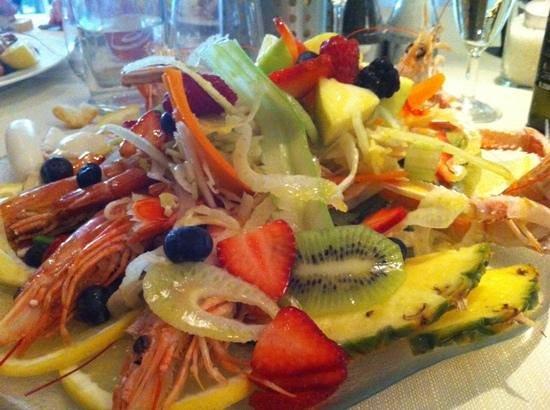 Scalo 34: totani e gamberi al vapore con verdure croccanti e frutta