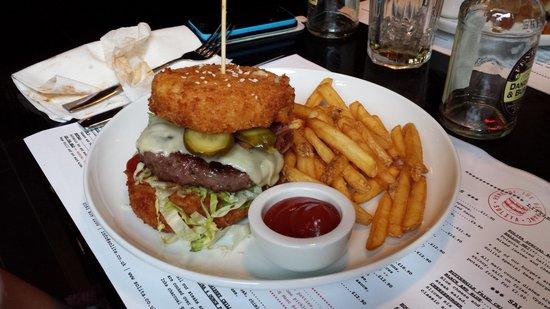 SoLita Manchester: Mac & cheese bun ontop and beneath this burger