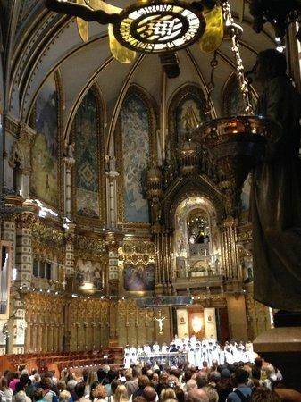 Escolania de Montserrat: 大聖堂内部