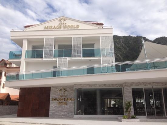 Mirage World Resort Hotel: impressive