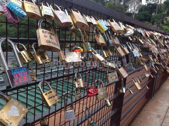 Penang Hill: Love lock wall up the hill
