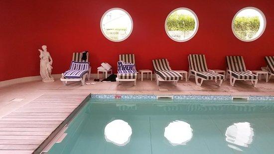 Hotel Beau Rivage : Piscine