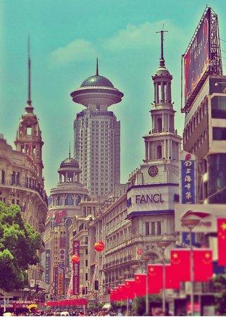 Radisson Blu Hotel Shanghai New World: albergo in fondo della zona pedonale