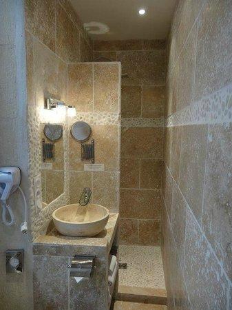 Logis Hotel de la Muette : salle de bains
