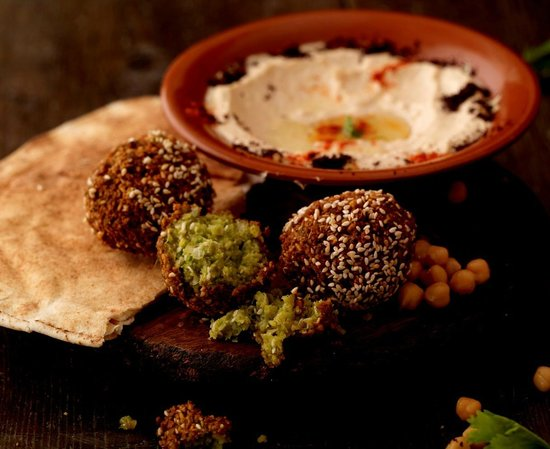 Silk Road Cafe: Falafel with hummus