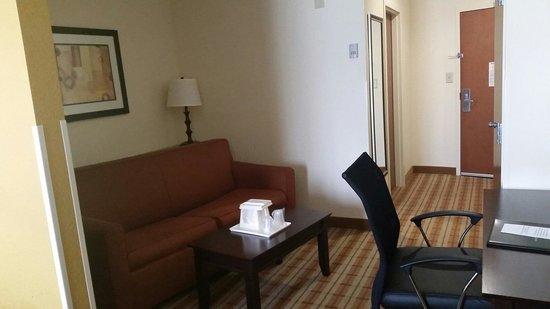 Comfort Suites: Spacious