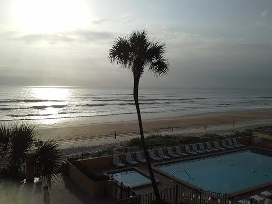 Quality Inn & Suites On The Beach : early morning view from room ormond beach
