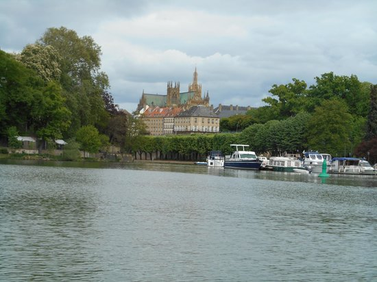 Cathédrale Saint-Étienne : Vue depuis l'étand aux cygnes