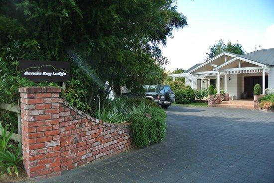 Acacia Bay Lodge: Hauseingang