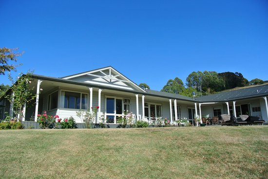 Acacia Bay Lodge: Blick vom Garten