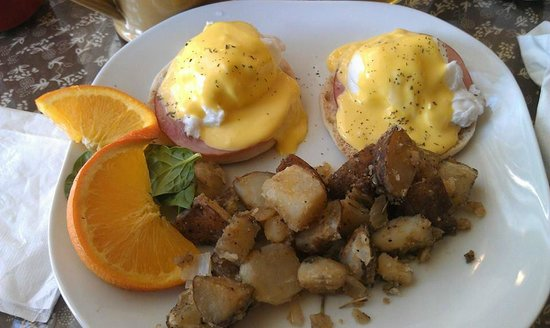 Bernerhof Inn Bed and Breakfast: Breakfast! Eggs Benedict