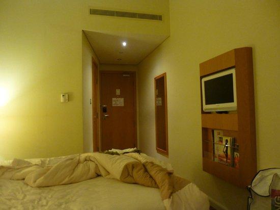 Ibis Al Rigga: room