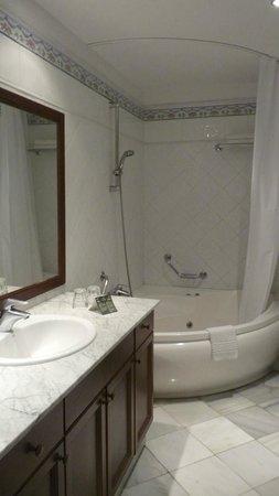 Hotel Las Aguilas : bathroom