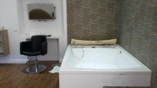 iRooms Spanish Steps: Bath in bedroom