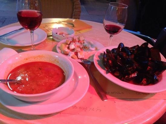 El pescadito: soupe de poisson moules à la tomate pdt piment