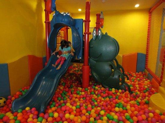 FuramaXclusive Sandara Hua Hin: บ่อบอลภายใน Kids Club