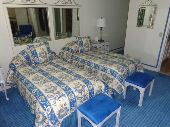 The Chesterfield Palm Beach: Twin beds - Executive Suite