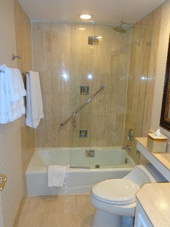 The Chesterfield Palm Beach: shower - executive suite