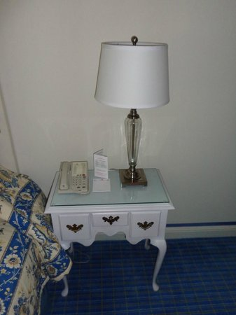 The Chesterfield Palm Beach: nightstand - executive suite