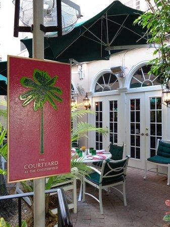 The Chesterfield Palm Beach: Courtyard