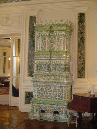 Hotel Villa Reine Hortense: poêle en céramique