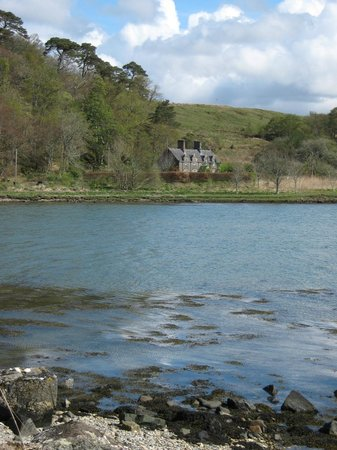 The Galley of Lorne Inn : Across the loch