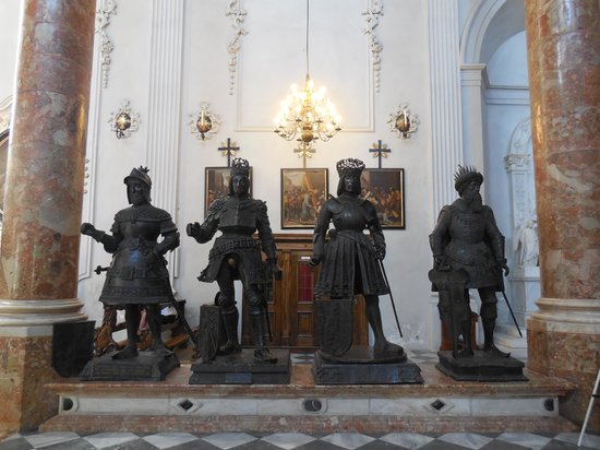 Hofkirche: 宮廷教会