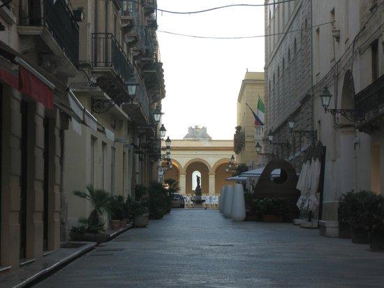 Residence La Gancia: STREET LEADING TO LA GANCIA
