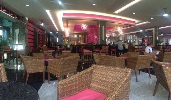 Hotel Riu Yucatan: Lobby bar