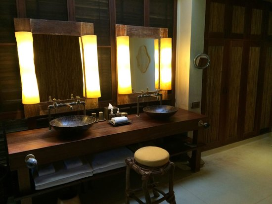 Six Senses Samui: Villa bathroom
