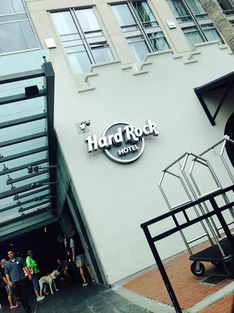 Hard Rock Hotel San Diego: entrance