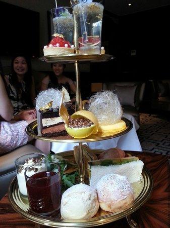 Hamptons Bar: 24k gold afternoon tea