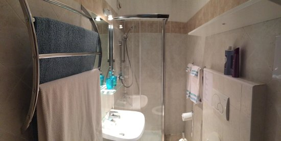 BB Eternal Rome Inn: Bathroom