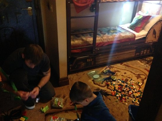 Legoland Windsor Resort Hotel: Lego to play with in rooms....kids and parents