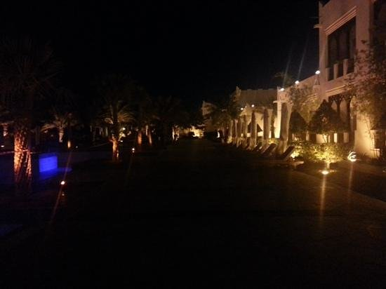 Sharq Village & Spa : The hotel at night