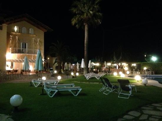 Hotel Subur Maritim : jardin