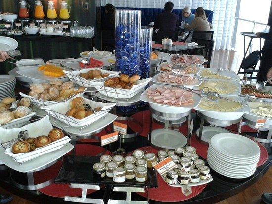 Radisson Hotel Decapolis Miraflores: Desayuno buffete