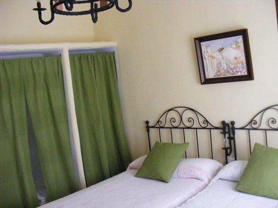 Apartamentos San Anton : detalle del dormitorio