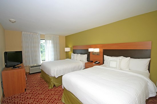 TownePlace Suites Aiken Whiskey Road : One-bedroom with two queen beds