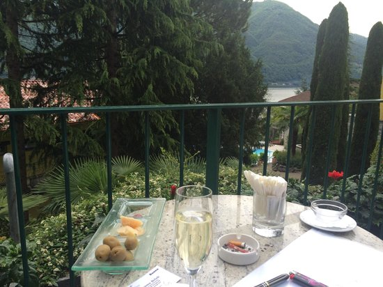 Parco San Marco Lifestyle Beach Resort: Free welcome drink - prosecco and nibbles - staff very friendly