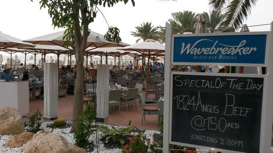 Hilton Dubai Jumeirah: Strandrestaurant Wavebreaker