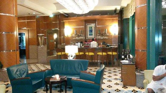 Hilton Dubai Jumeirah: Lobbi Bar
