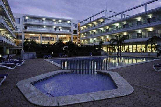 Hotel Sun Palace Albir Lounge & Spa: Piscina exterior