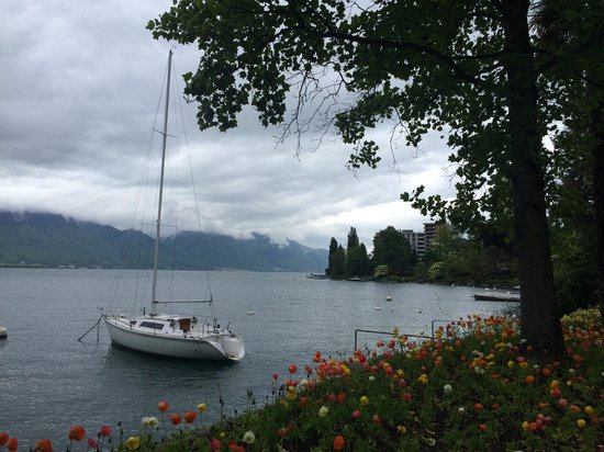 Eden Palace au Lac: Walk by lake 1 minute away