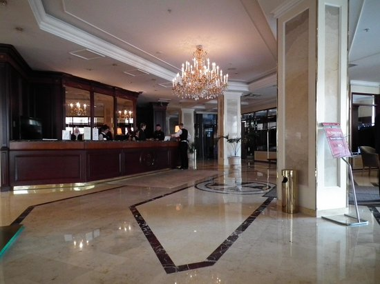 Grand Hotel Emerald: Hotel lobby
