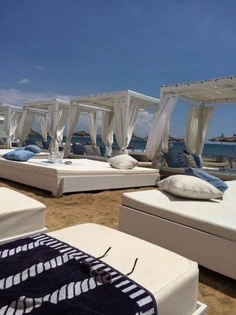 Lush Beach Bar Resto: Beach beds at Lush
