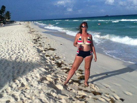 Sunset Fishermen Spa & Resort: Life's a beach