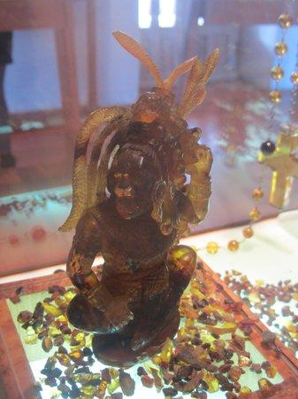 Museo del Ambar: Amber carving