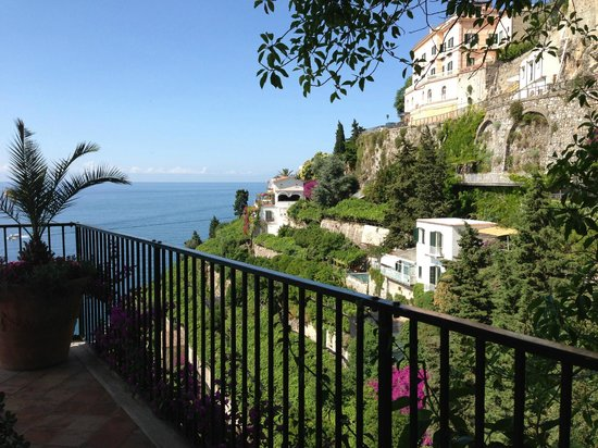 Santa Caterina Hotel: view from the top of the long elevator down to the pool
