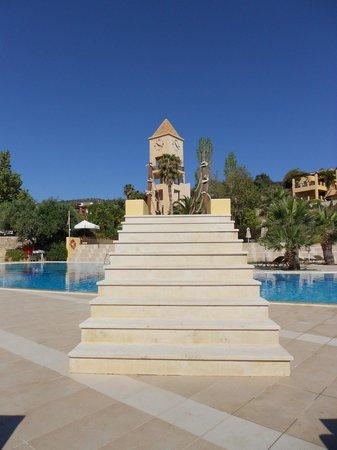 Candia Park Village : Aufgang vom Meer zum Pool.